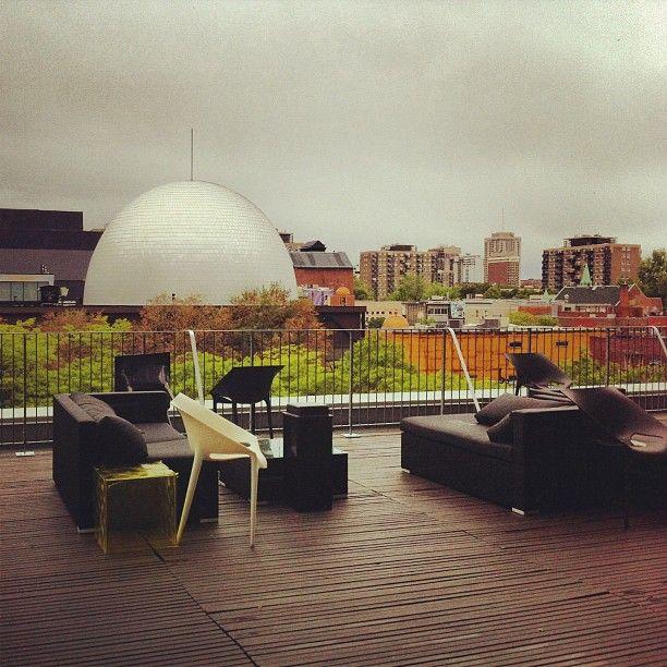 A terrace overlooking SAT at Hotel Zero 1