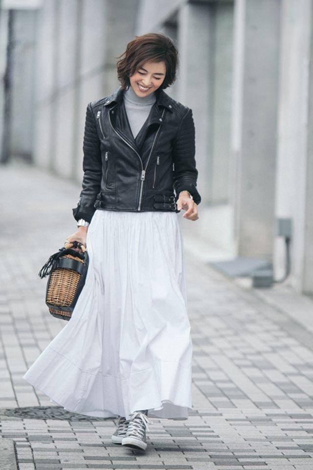 子育て中こそ白ロングスカートが正解 冬の白 スカート着回しコーデ術3選 Mi Mollet News Flash Fashion Mi Mollet ミモレ 明日の私は もっと楽しい 白 ロングスカート ファッション ファッションアイデア