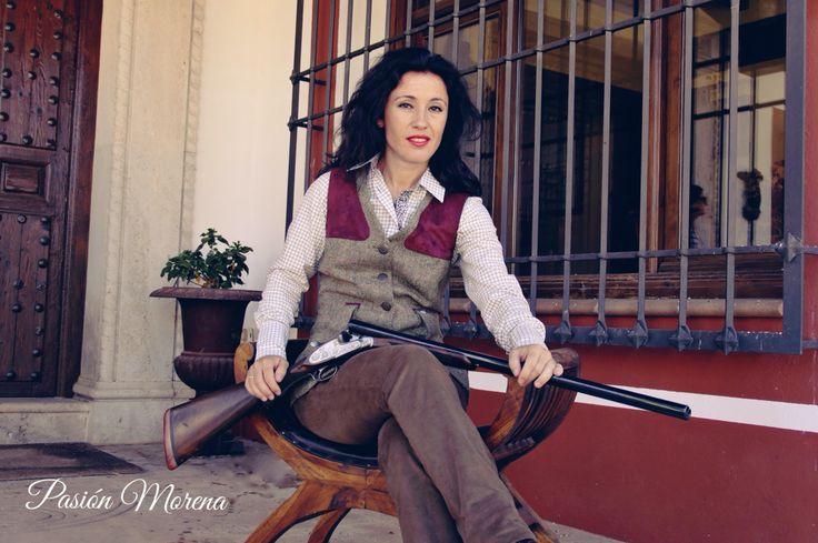 Total Look Ojeo, chaleco en tweed con detalles en contraste, pantalón de pana elástica y camisa en 100% Algodón. Producto 100% Español. Puntos de venta y más información en www.pasionmorena.com  #modacampo #modacaza #hípoca #style #hunter #equestrian #chasse