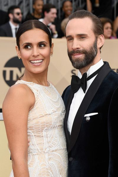 Maria Dolores Dieguez Photos - Actors Maria Dolores Dieguez and Joseph Fiennes attend the 24th Annual Screen Actors Guild Awards at The Shrine Auditorium on January 21, 2018 in Los Angeles, California. - 24th Annual Screen Actors Guild Awards - Arrivals