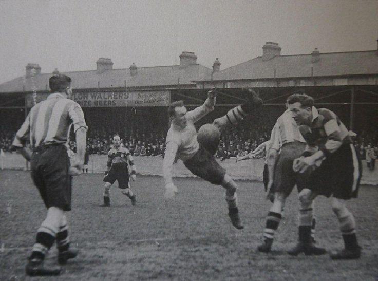 Clapton Orient Football Club, jugando en casa el 25 de Abril de 1040.