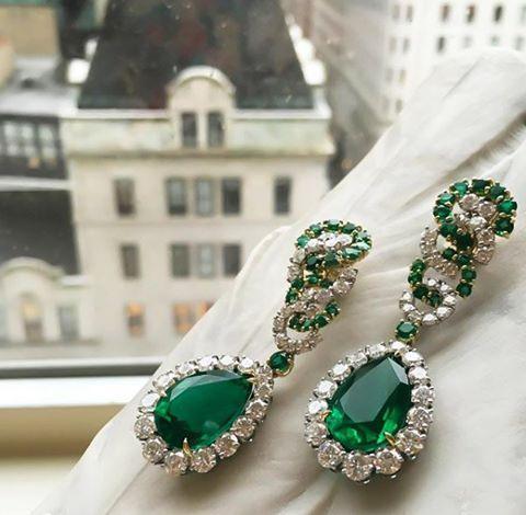 Ahhh zümrüt @verdurajewelry #emerald #diamond #earrings