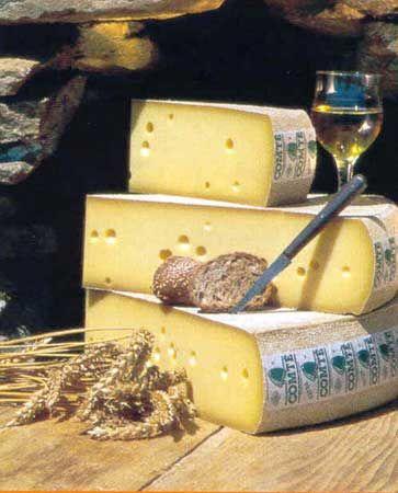 (Gruyère de) Comté AOC (Poligny, Jura, Franche-Comté, France) -- raw cow's-milk, aged 8-12 months