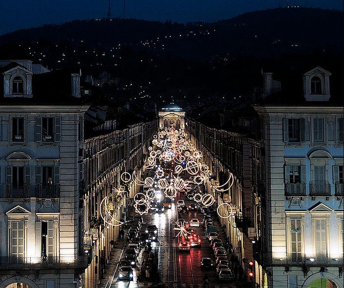 """""""#Torino è fatta così: sembra imbronciata, ma in realtà aspetta qualcuno che ami la sua anima a colori"""""""
