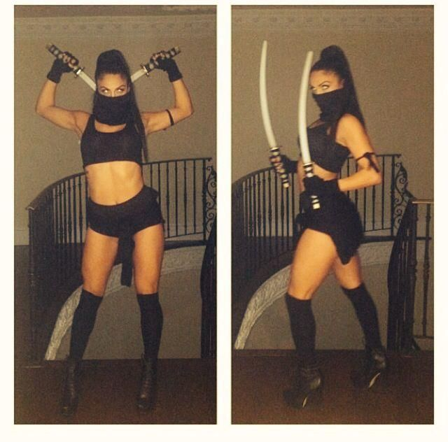 A sexy ninja costume with double swords.