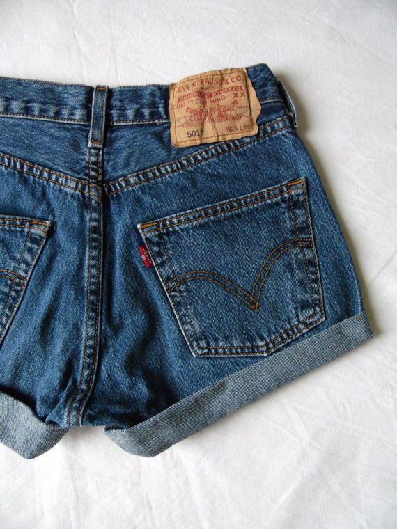 Shorts taille hautes jean de denim bleu Levis par FrayedWithLove