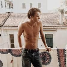 Google - Resultat d'imatges de young leonardo dicaprio shirtless