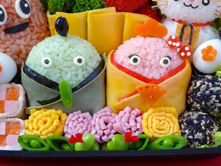 【桃の節句は春色のお弁当で】 今日は女の子のすこやかな成長を祈る、ひなまつり。 お内裏さまとお雛様、そしてひなまつりをお祝いしているのは、リクルートのキャラクターたち。