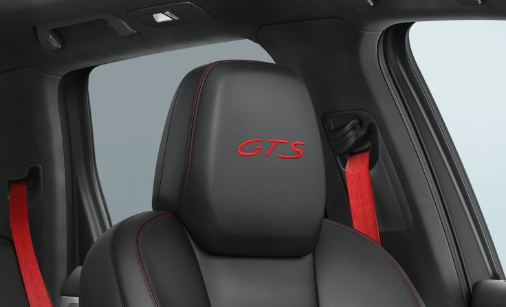 The optional GTS interior packages in Carmine Red or Peridot give you the opportunity to add stunning highlights to the inside of your car. These include an embroidered 'GTS' logo on the head restraints on the front and outer rear seats. There's also a choice of further elements such as front and rear seat belts and decorative seams on the dashboard, upper door panels and armrests in contrasting color.