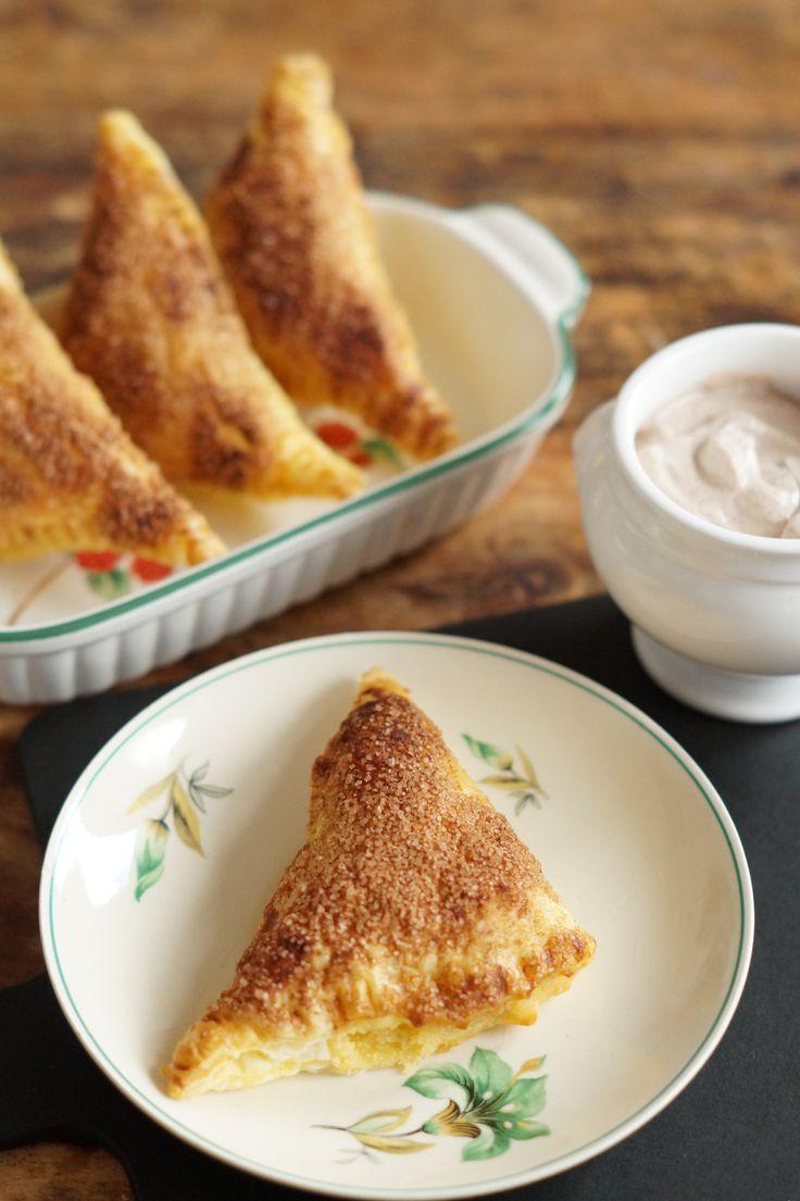 Mini Amandelcrème Appelflapjes met Kaneeldip - I am Cooking with Love Heerlijk kleine appelflapjes met amandelcrème als extra vulling.