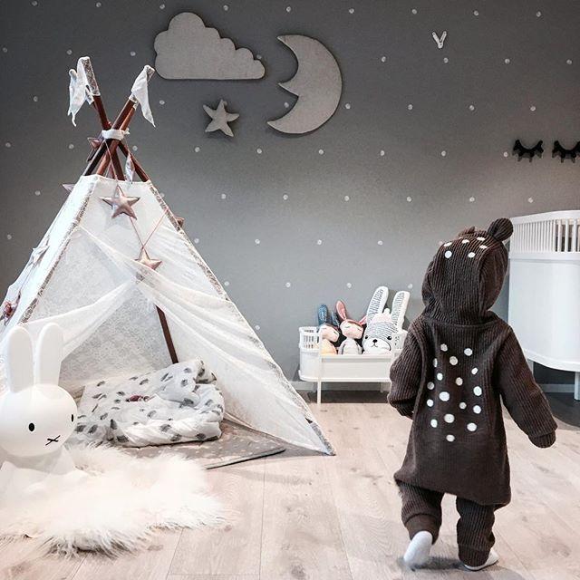 Good night✨ Veggdekorasjon fra @minikids.no ✨ - - - #interior125 #barnerom #kidsinterior #barnasverden #jenterom #littleshabbyy #finabarnsaker #decorforkids #kidsinsperation #minikids_barnerom #vakrehjemogbarnerom #littleone___ #kidsperation #nursery