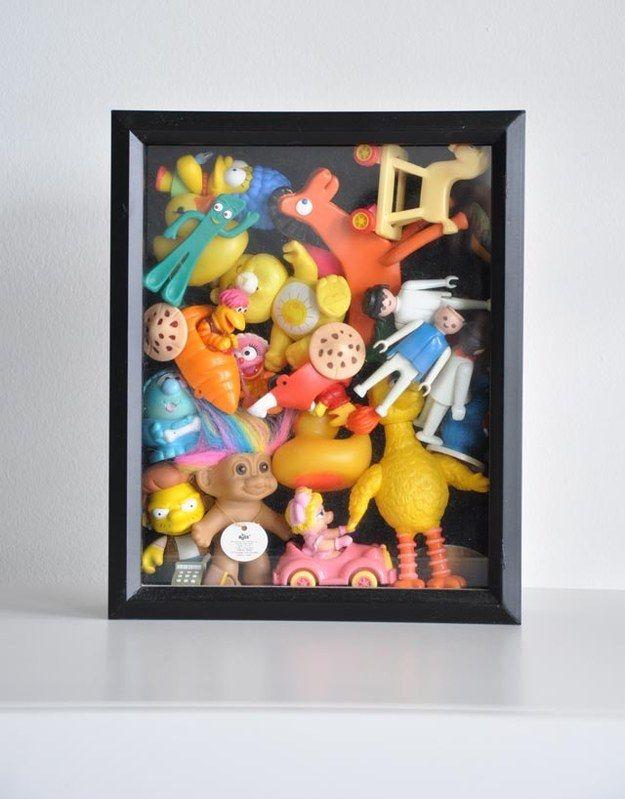 Vous n'arrivez pas à vous séparer de vos vieux jouets d'enfant ? Ne les laissez plus traîner partout et exposez-les dans une boîte transparente.   29 façons créatives d'exposer toutes vos affaires