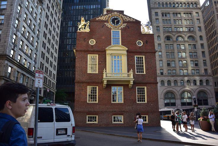 Бостон,  США, Подошли к объекту номер 9 на Тропе Свободы, к Старому Капитолию. Он построен в 1713-м году на месте старой деревянной ратуши, сгоревшей дотла в одном из городских пожаров. В здании заседало правительство провинции Массачусетс-Бей, а 18 июля 1776-го года с балкона Капитолия была зачитана Декларация Независимости США.   irinadob550