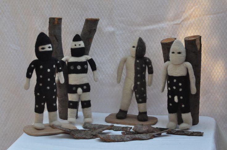 personajes de la cultura Selknam en fieltro.