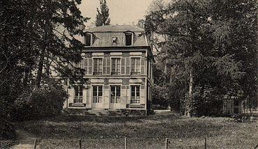 La propriété de George Sand et Alexandre Manceau à Palaiseau. George Sand et Alexandre Manceau s'installent à Palaiseau en juin 1864. Malheureusement, ils ne profitent pas longtemps de cette intimité retrouvée. Alexandre Manceau a contracté la tuberculose depuis plusieurs années et sa fin est proche.
