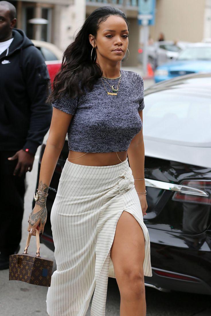 """Rihanna at """"La Scala"""" restaurant in Los Angeles. (26th January 2015)"""