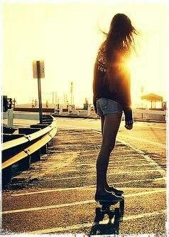 Девушка на скейте)