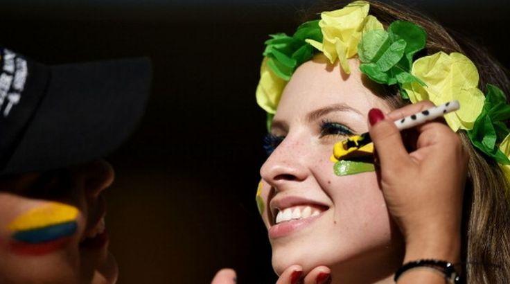 http://futbolyellas.co/wp-content/uploads/2014/07/Hinchas-colombianas-y-brasile%C3%B1as-23.jpg