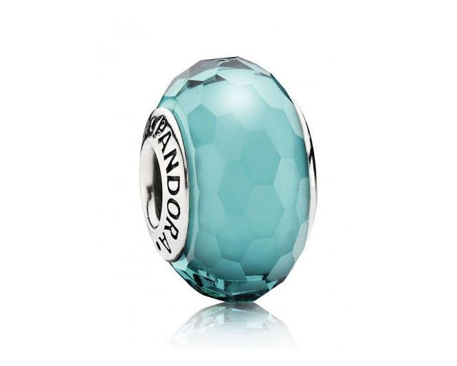 Pandora zilveren Turquoise Muranoglas bedel 791606.  De levendige, blauwgroene kleur die werd gebruikt voor deze bedel met facetgeslepen Muranoglas is zeer in het oog springend!