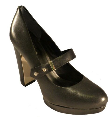 Heeled shoes in black leather, by Guess