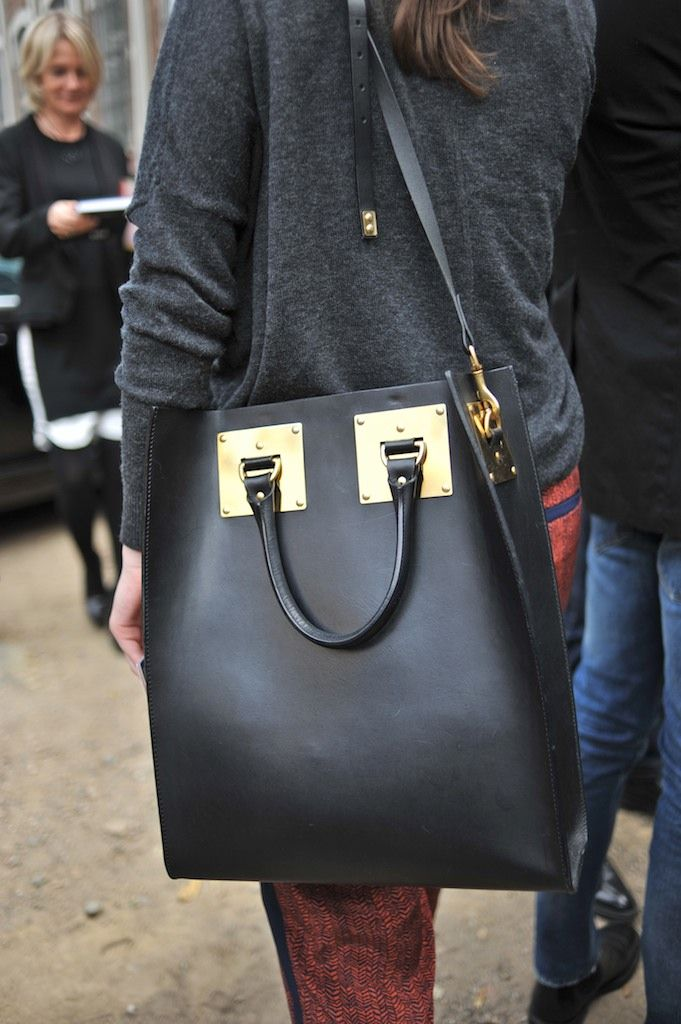 Perfect over-size bag. Love the hardware. Milan Fashion Week. Sophie Hulme