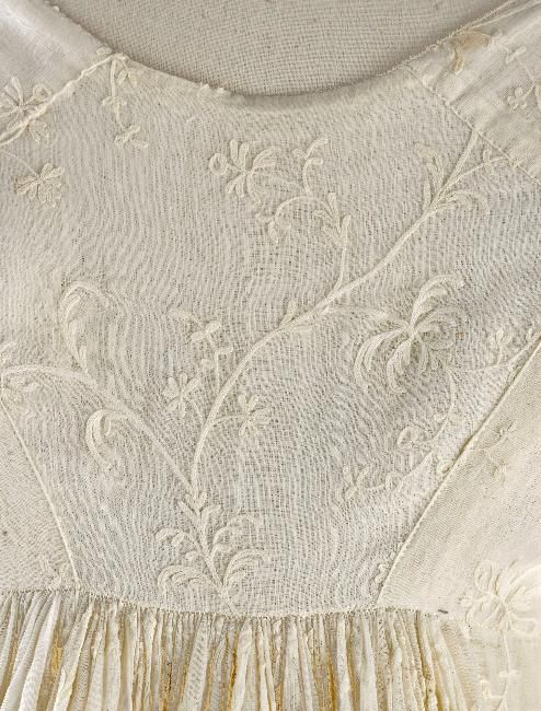 Dress, embroidered muslin, 1795-1800, Palais Galliera, musée de la Mode de la Ville de Paris