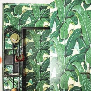 Waan je in de jungle met het Martinique Banana Leaf wallpaper van Hinson | roomed.nl