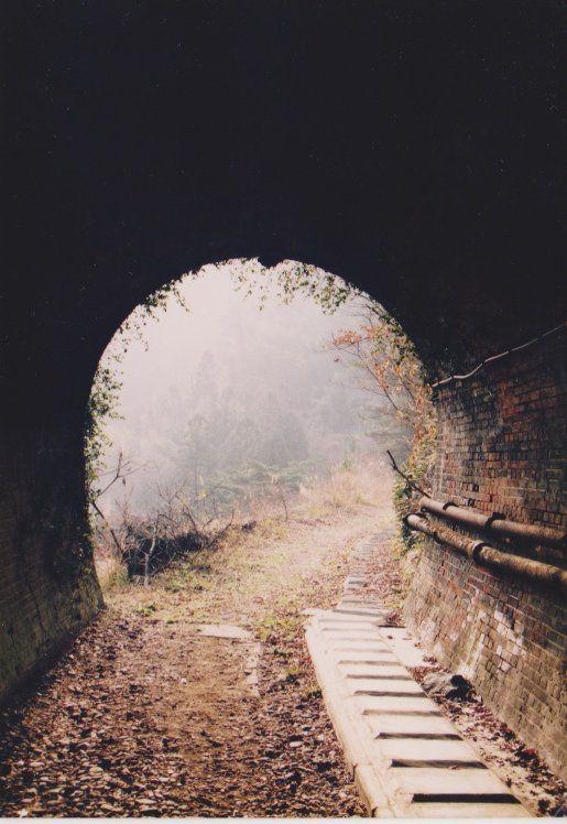新居浜 端出場近くの鉱山鉄道トンネル