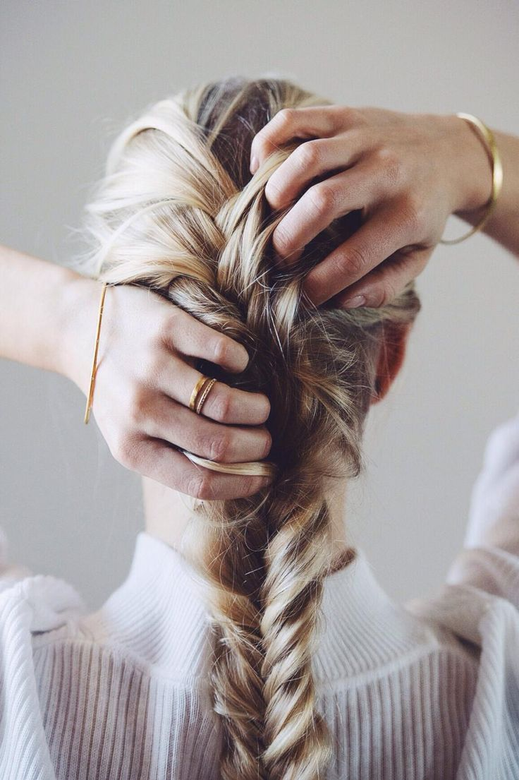 Soft and sweet #hvisk #jewelry #softlight #photography #hair #blonde #blond #hairstyle #braid #gold #bracelet