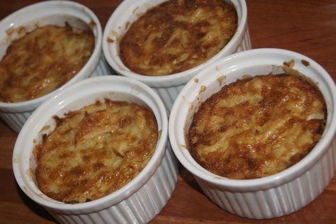 till den otroligt möra oxfilén serverades bland annat potatiskakor, gratinerade i små ugnsformar. ett fint tillbehör till middagar som har det där lilla extra.Krämig potatiskaka, 4 st3 stora fasta…