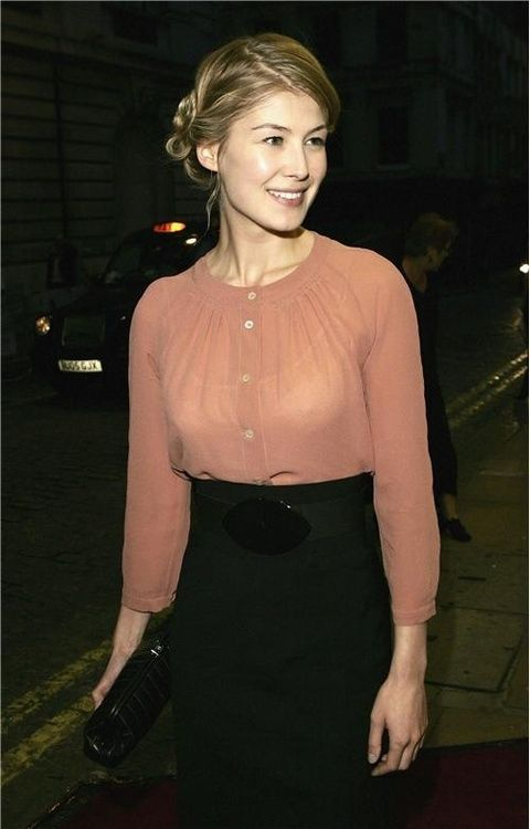 Rosamund Pike, classy and gorgeous.