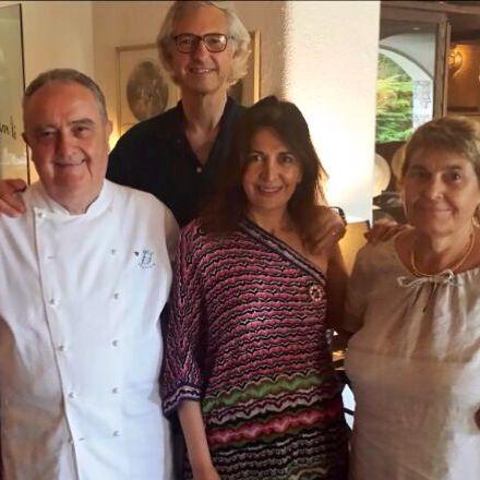 """Edmondo e Alessandra Segre  con gli amici Aimo e Nadia Moroni, a """"La Meridiana Garlenda""""."""