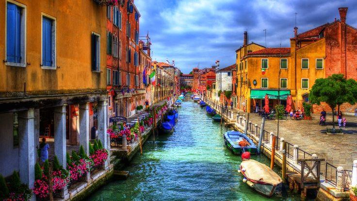 Gambar Pemandangan Kota - Venice saat musim panas
