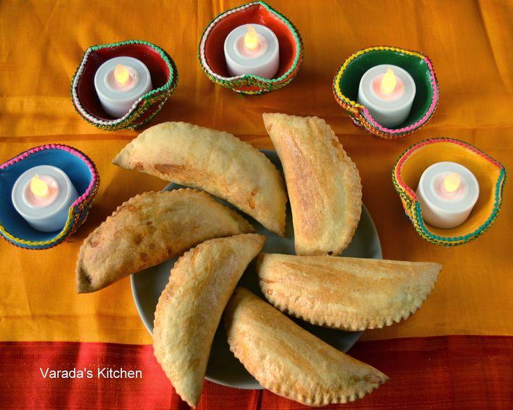 Varada's Kitchen: Baked Dry Coconut Karanji (Kordya Khobryacha Karanjya)
