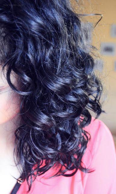czarne kręcone włosy