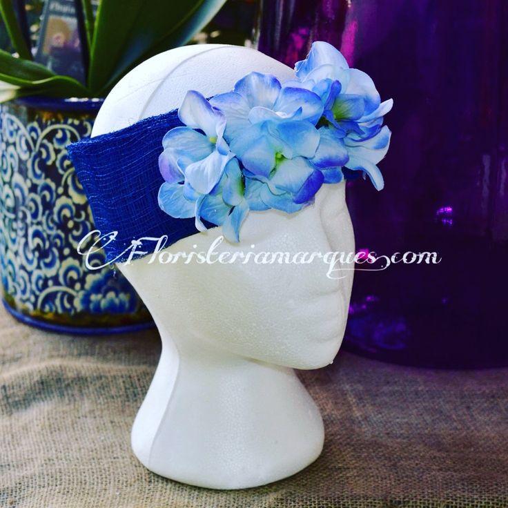 Turbante con flores de hortensia azul ,para ser la perfecta invitada a la boda