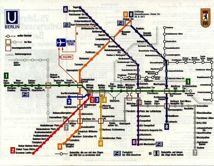 Westberliner U-Bahn Plan 1977. Auf Ostberliner Gebiet war nur der Bahnhof Friedrichstraße frei zugänglich. Die durchkreuzten Haltestellen waren Geisterbahnhöfe. Die S-Bahn ist nicht mit eingezeichnet, weil sie von der DDR-Reichsbahn betrieben wurde.