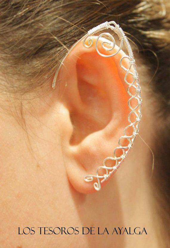 Handgemachte elbischen Ohrring. Sie können die Seite und die Farbe wählen.  Rechte vorbehalten. Dieses Werk ist durch Urheberrechtsgesetze und internationale Urheberrechtsverträge geschützt.