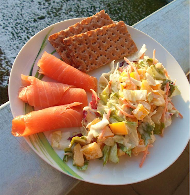 Gesunder Salat mit Räucherlachs – Einfaches Rezept zum Abnehmen