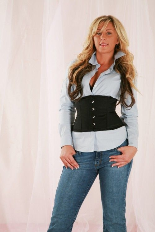 cute corset outfit for walkin the Vegas Strip during the cool day. pair w/ light pink glitter pumps & i'll be in heaven.