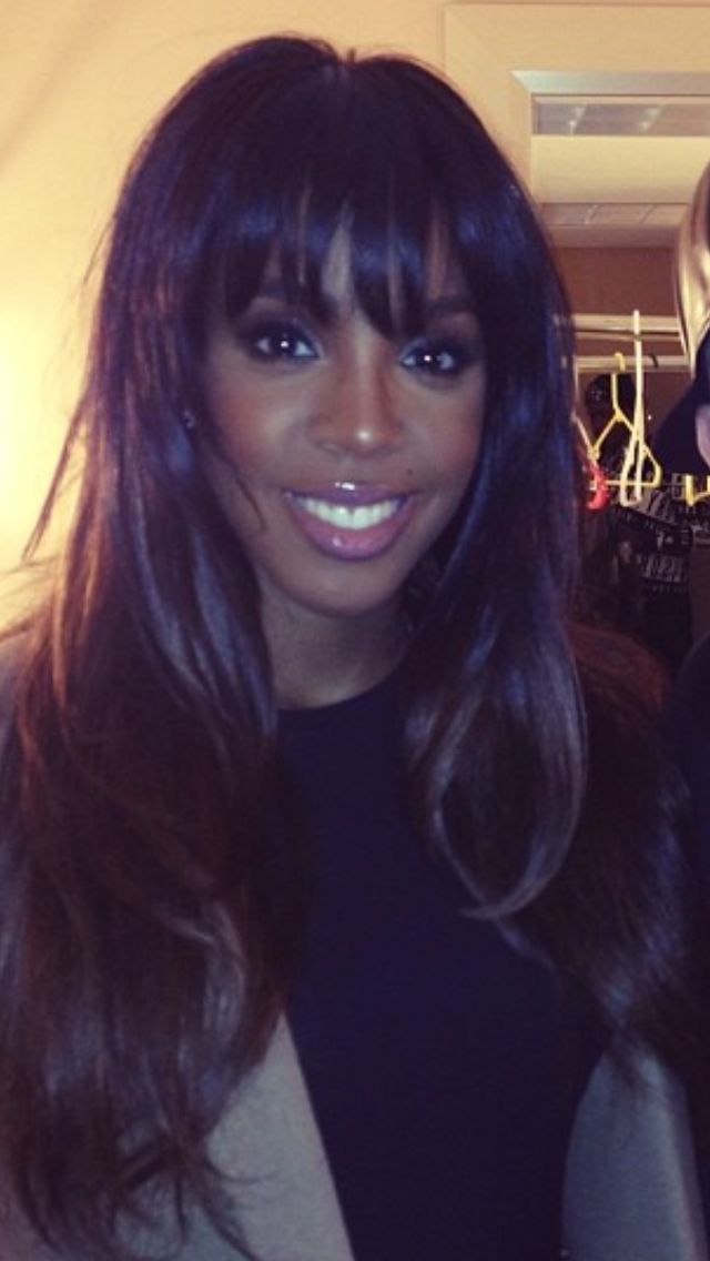 Kelly Rowland and those bangs are giving me life.