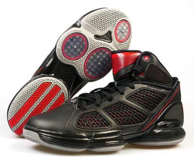 """Adidas Adizero Rose 1.5 Basketballschuhe  Die Basketballschuhe ADIZERO ROSE 1.5 von Adidas Performance bestechen nicht nur durch ihr klares Design sondern auch durch ihre Funktionen. Die SPRINTSKIN-Oberfläche reduziert das Gewicht und sorgt für eine noch bessere Passform. Die Außensohlenkonstruktion Sprint Frame von adidas: minimales Gewicht, maximale Beschleunigung, stabil durch 3D """"Holme"""", langlebig, flexibler Vorfuß und steifer Mittelfuß."""