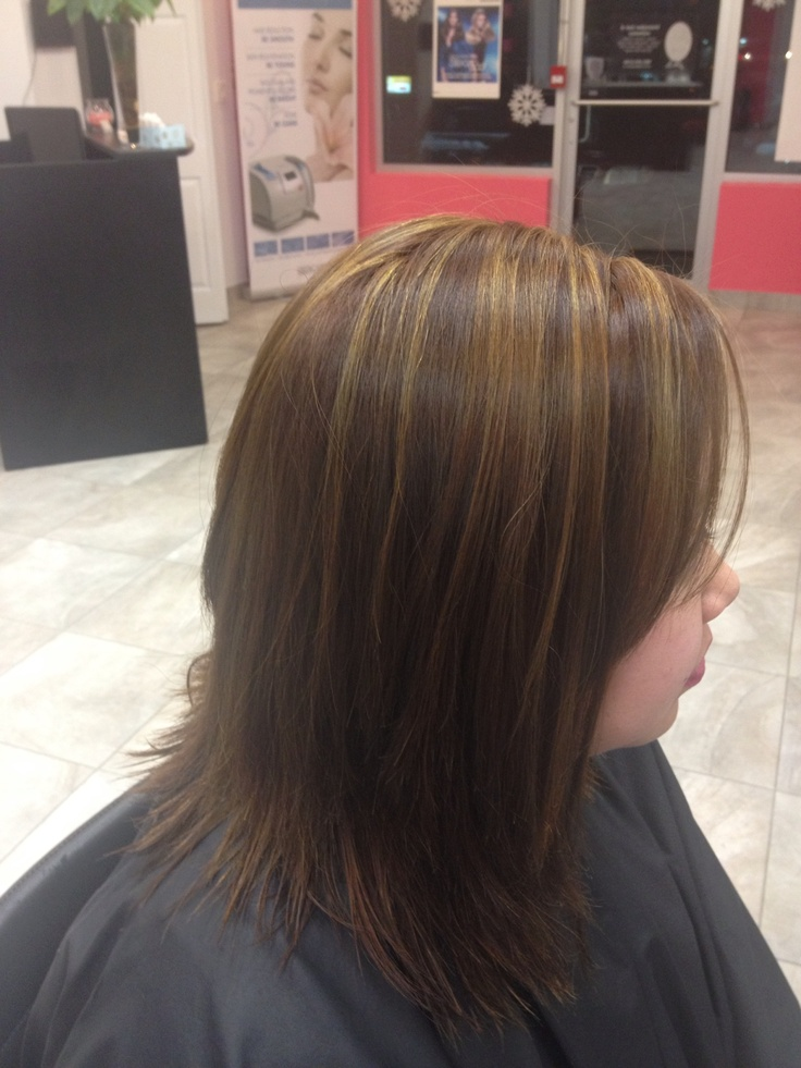 Colour correction. Black to brown with hilites. Process: 2 bleach outs, foil hilites and base colou
