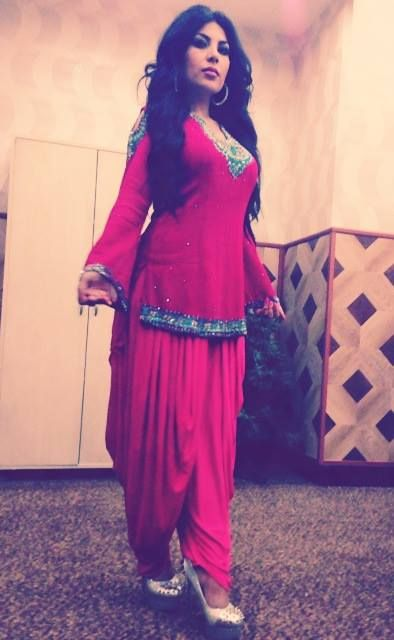 Aryana Sayeed Afghan singer Girl last indian dress Really pretty makeup