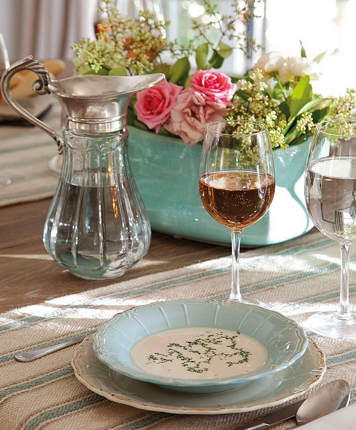 Table Setting. Simple and elegant French Table Setting. Beautiful decor without being too feminine.