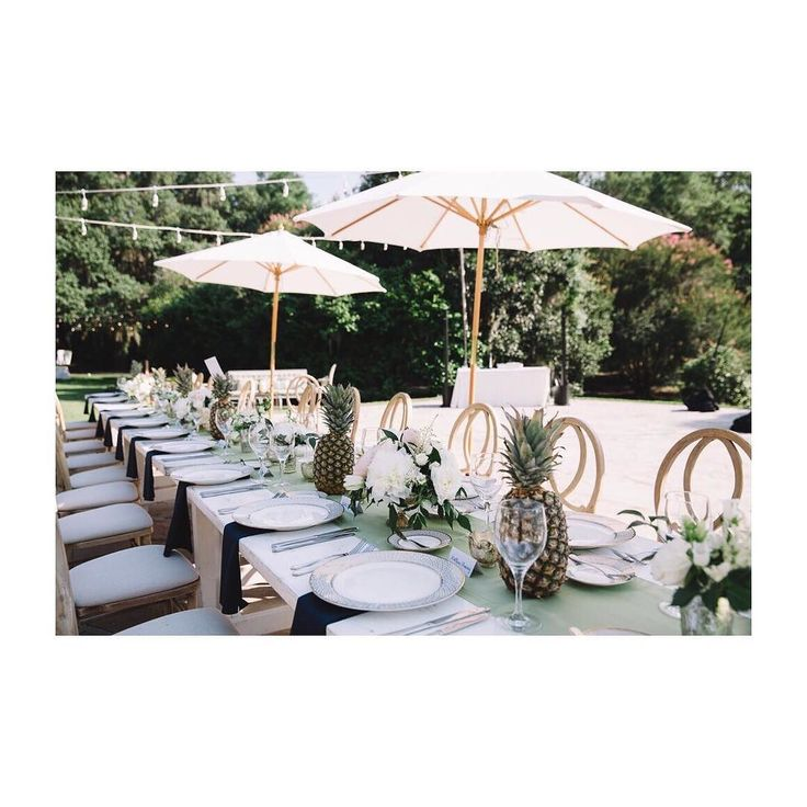 The most gorgeous tabletops for a #Charleston affair! @jenningsking @afoxevent @event_haus @oohevents @polishedtabletop @givemeamaitai @rickstarick @nylac.tv #shepickedrick #jenningskingphotography #legarewaringhouse  #foxevents #charlestonbride #charlestonwedding #destinationwedding #chsweddingweek #love