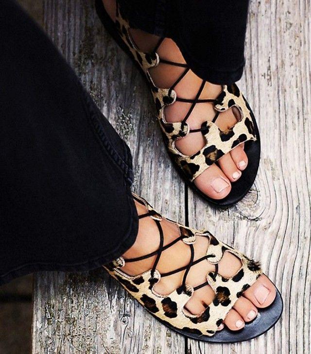Fókuszban az állatminta Nem hittük volna, de trendibb, mint valaha - mutatjuk, hogyan viselhetsz leopárdmintát a lábaidon! Szandál, bokacsizma vagy loafer - mindegy, milyen cipőt vásárolsz, bátran választhatsz belőle állatmintásat.