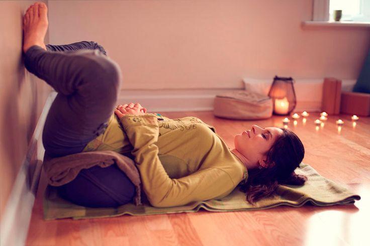 ***Asanas de Yoga para Aliviar los Cólicos Menstruales*** Practica estas posturas o asanas de Yoga para calmar los cólicos menstruales en solo un par de minutos.....SIGUE LEYENDO EN...... http://comohacerpara.com/asanas-de-yoga-para-aliviar-los-colicos-menstruales_12610a.html