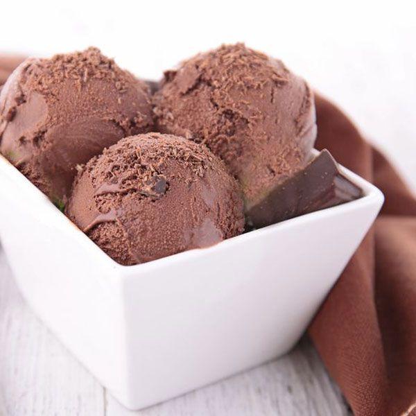 Este helado de Nutella o Nocilla es tan fácil de hacer en casa que ya nunca volverás a comparar helado de chocolate. y siempre queda cremoso.