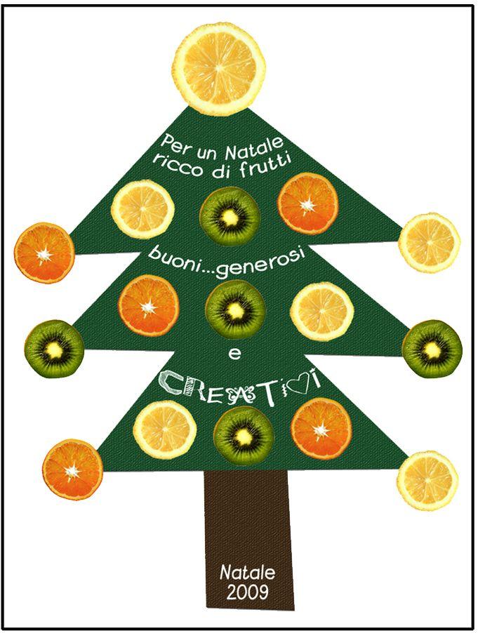 Albero di Natale con fette di arancia, limone e kiwi